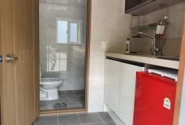 목조방 화장실과 싱크대사진